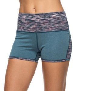 Nwot Roxy Nakkan reversible yoga shorts teal S